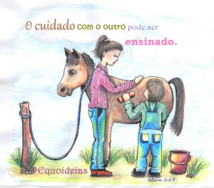 Desenho de um menino dando banho no cavalo com uma escova e a equoterapeuta em pé ao lado dando orientações.